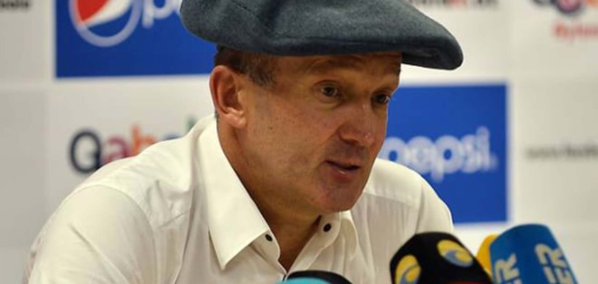 Украинский тренер пришел на пресс-конференцию в кепке-аэродроме