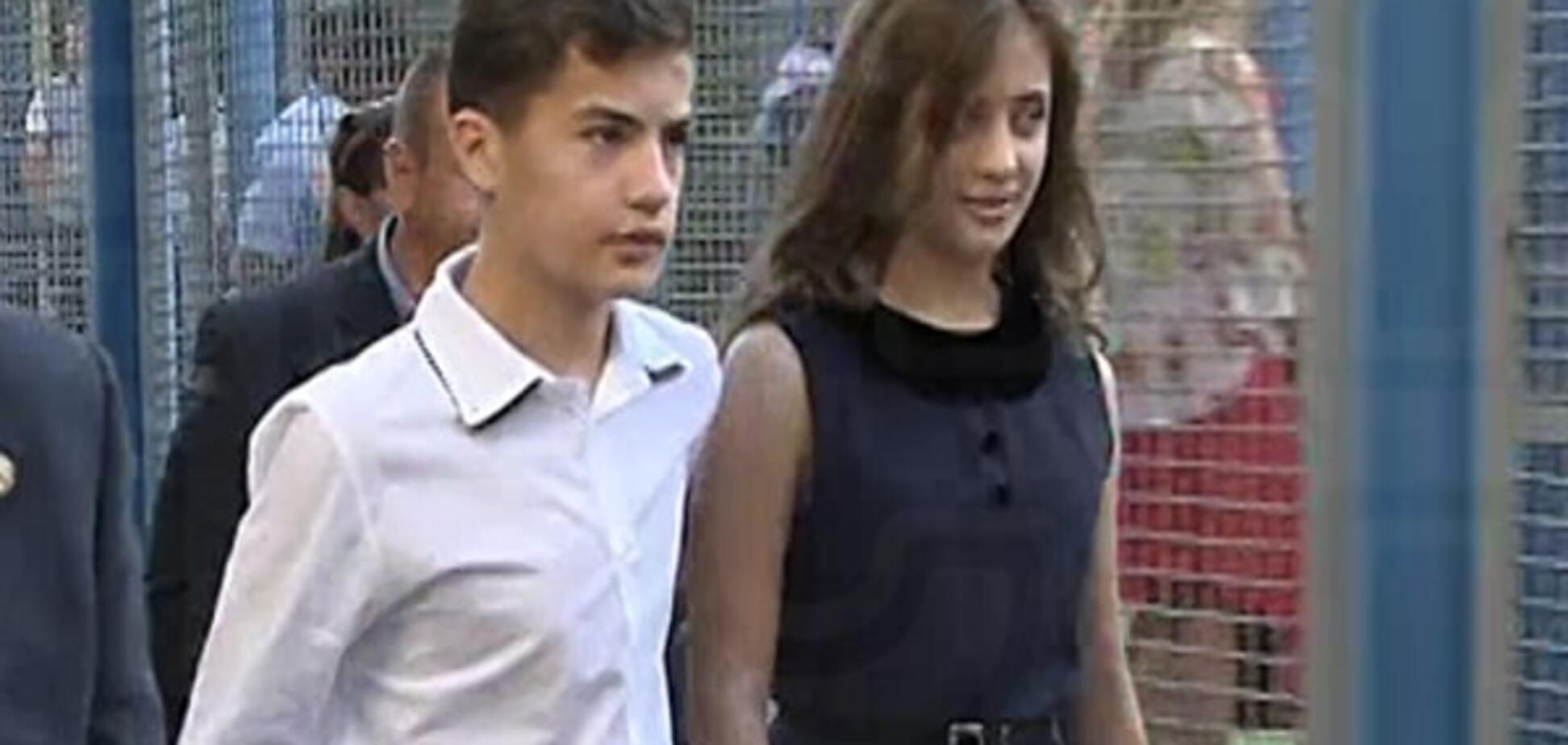 Дети Порошенко пришли на первый звонок с охраной: опубликовано видео
