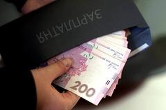 У Яценюка решили перевести украинцев на зарплаты 'в конвертах' - эксперт