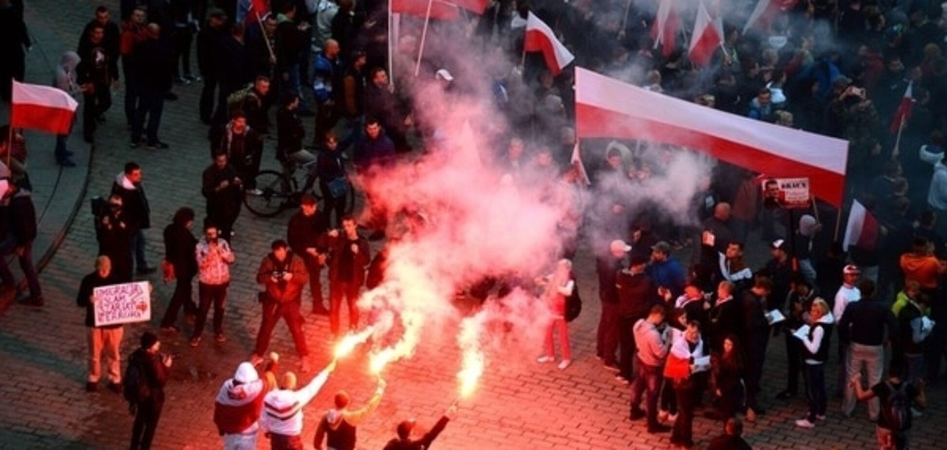 Европа взорвалась акциями 'за' и 'против' мигрантов: фоторепортаж