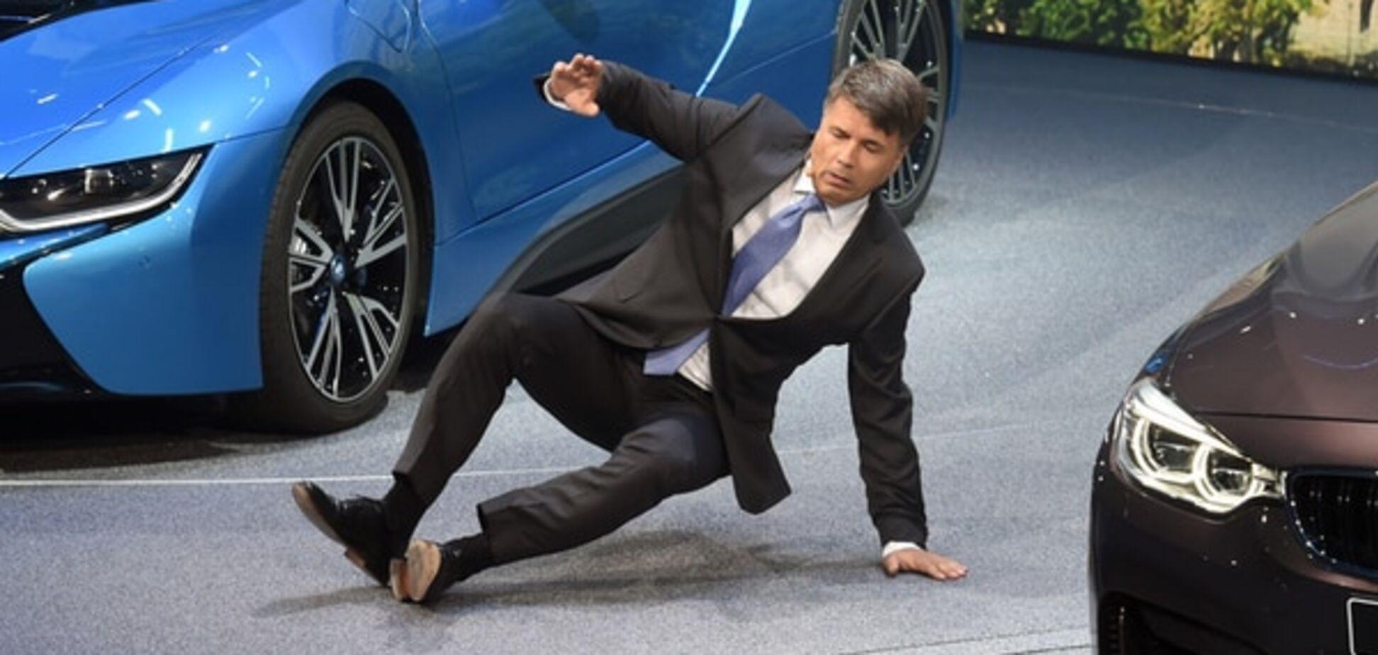 Франкфуртский автосалон: гендиректор BMW потерял сознание на презентации. Опубликованы фото