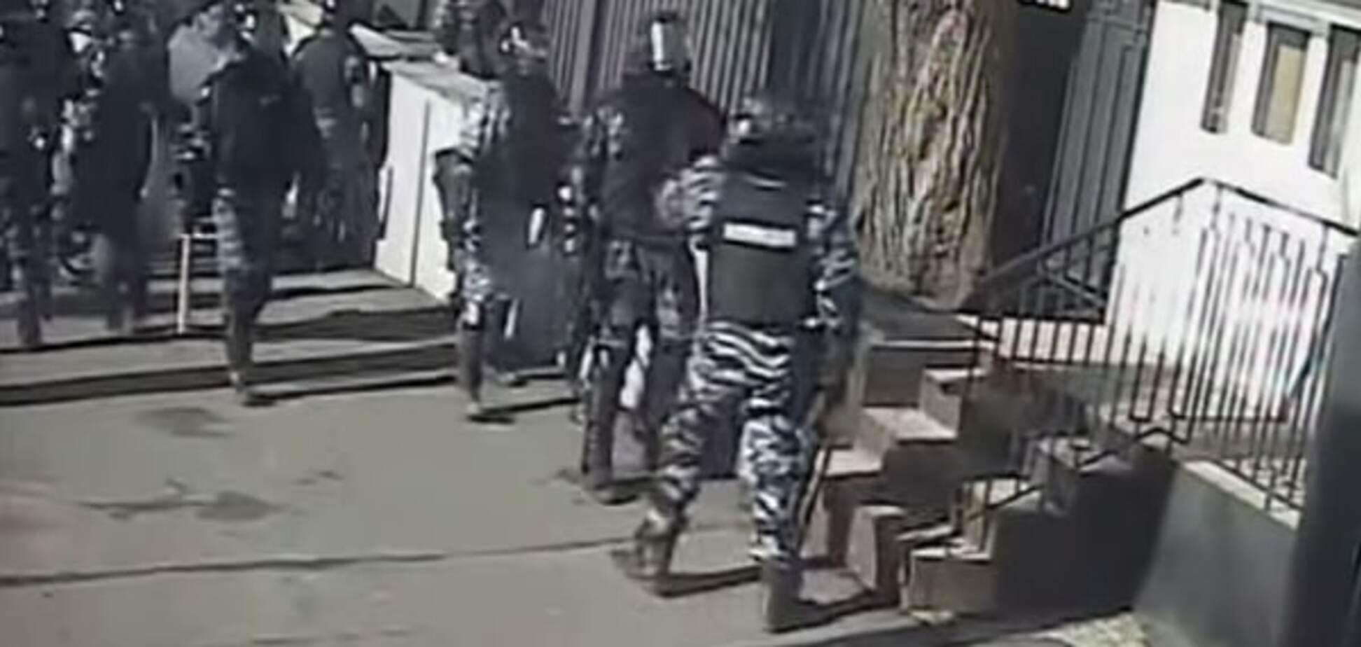 Опубликовано новое видео избиения 'Беркутом' журналистов на Майдане