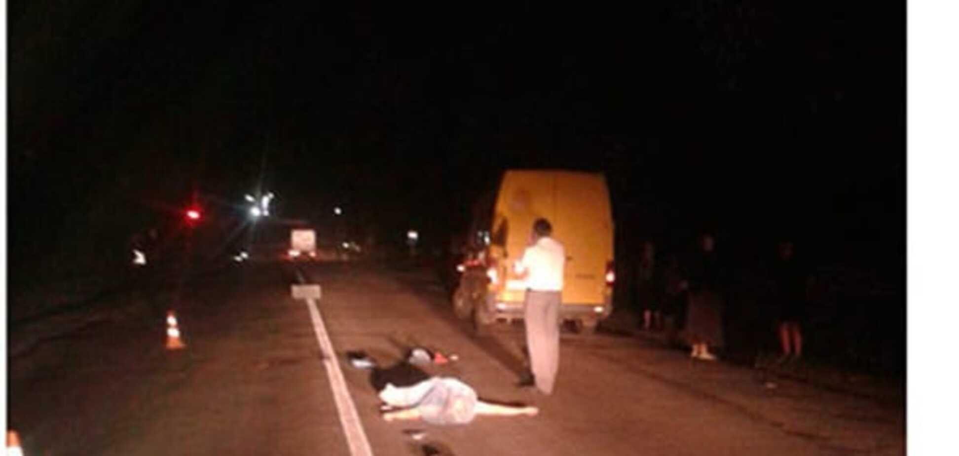 На Тернопольщине автомобиль насмерть сбил женщину: фото с места аварии