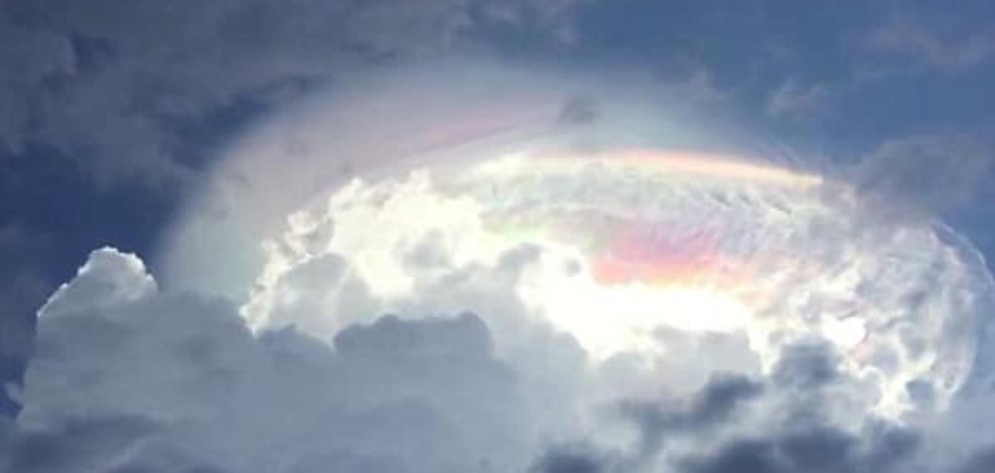 В небе над Коста-Рикой появился 'знак Божий': шокирующие фото
