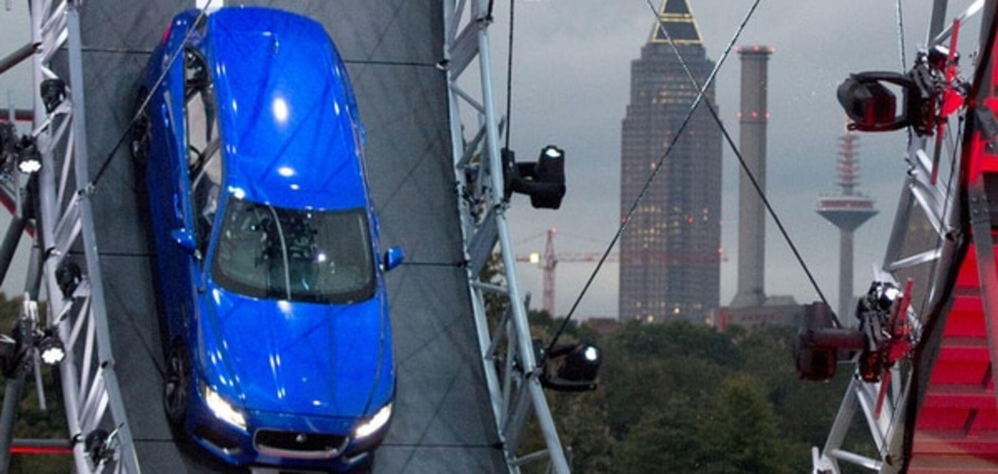 Jaguar F-Pace зробив 'мертву петлю': відео приголомшливого трюку