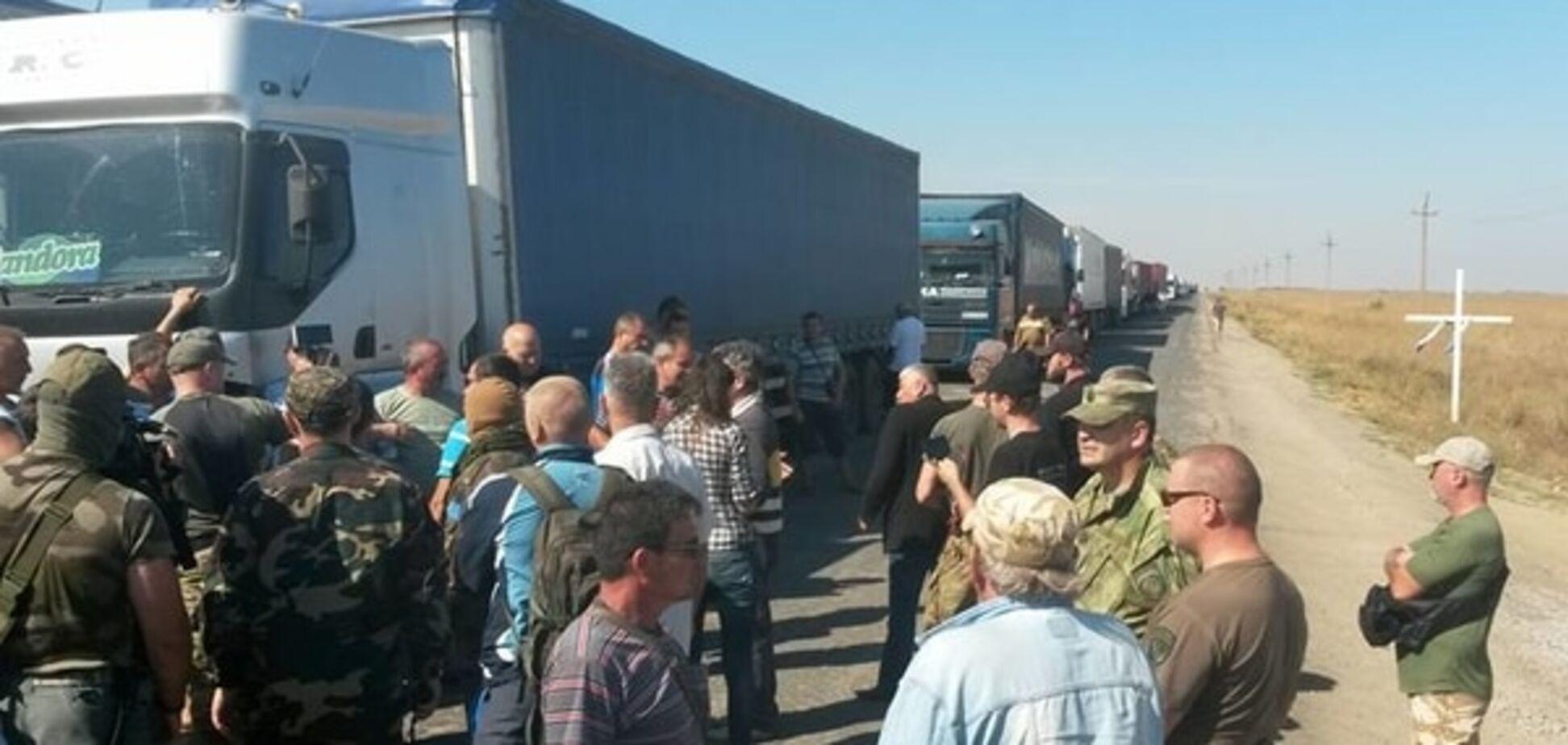 Блокада Крыма: на КПП 'застряли' 317 'озверевших' грузовиков. Опубликованы фото