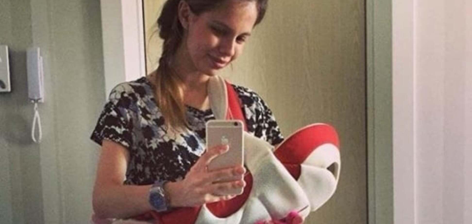 Воротар 'Динамо' поділився першими фотографіями двомісячної доньки