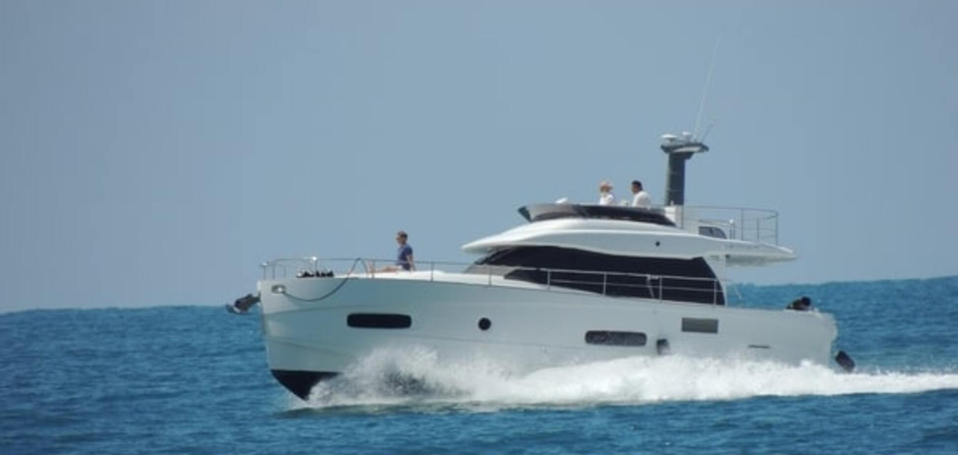 'Патриарха Кирилла' засекли на яхте за полмиллиона евро в одних трусах: опубликованы фото