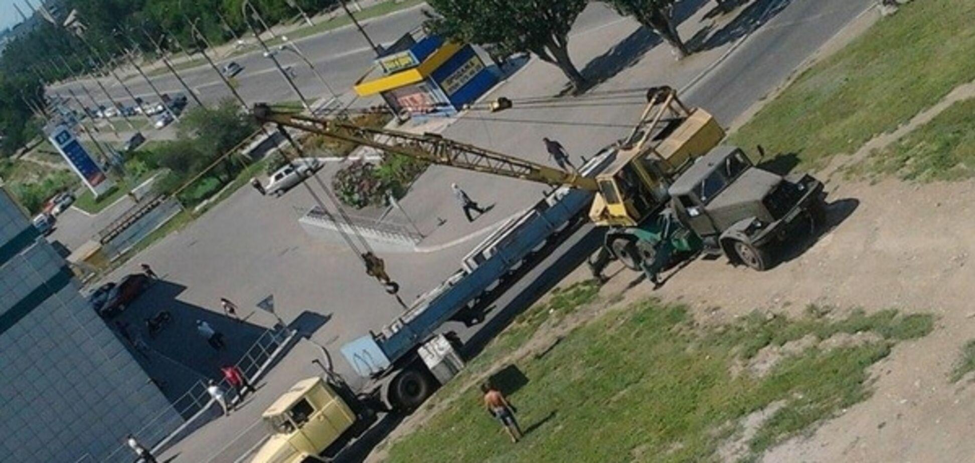 'Фініта ля комедія': терористи в Алчевську розбирають укріплення. Фотофакт