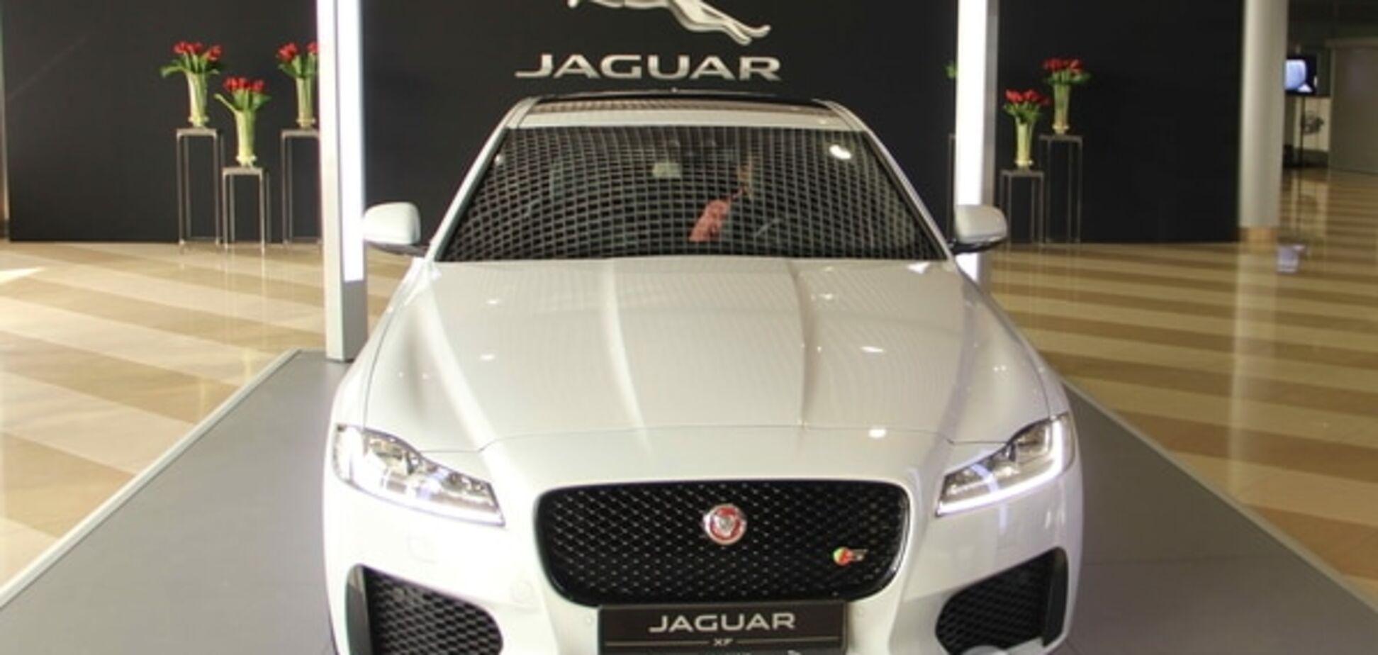 На взлетной полосе Борисполя 'засветился' новый Jaguar XF: эксклюзивные фото