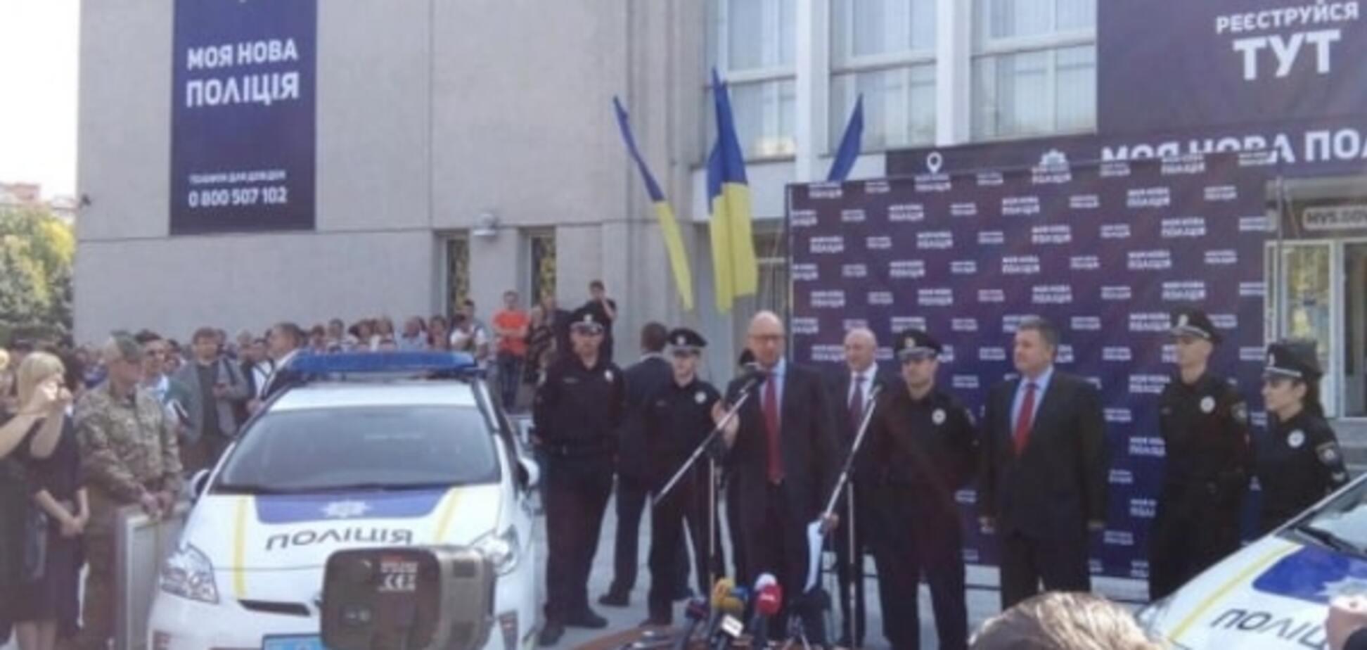 Яценюк и Аваков открыли набор в полицию Полтавы