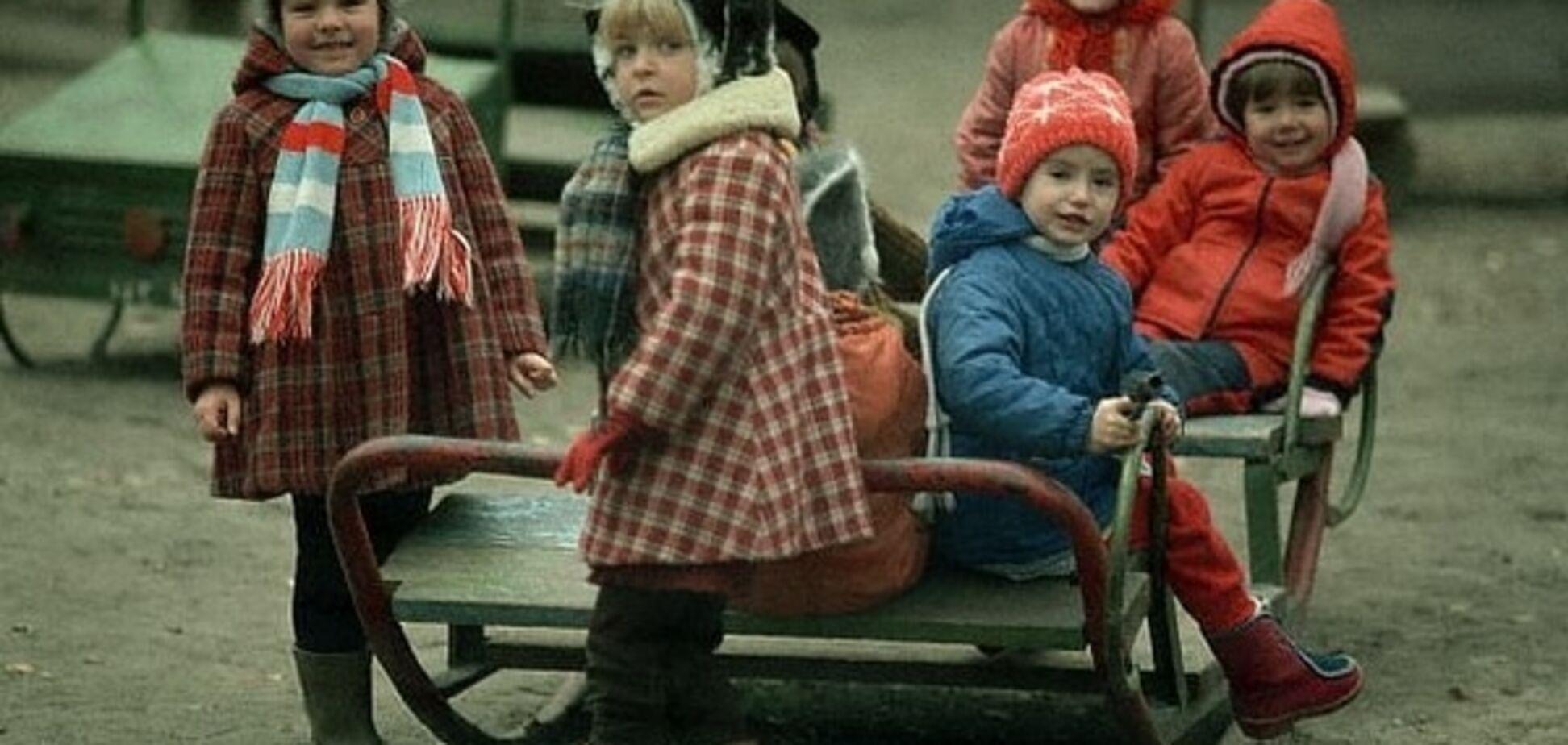 Как развлекались дети в СССР: куклы из одуванчиков, классики и кружки