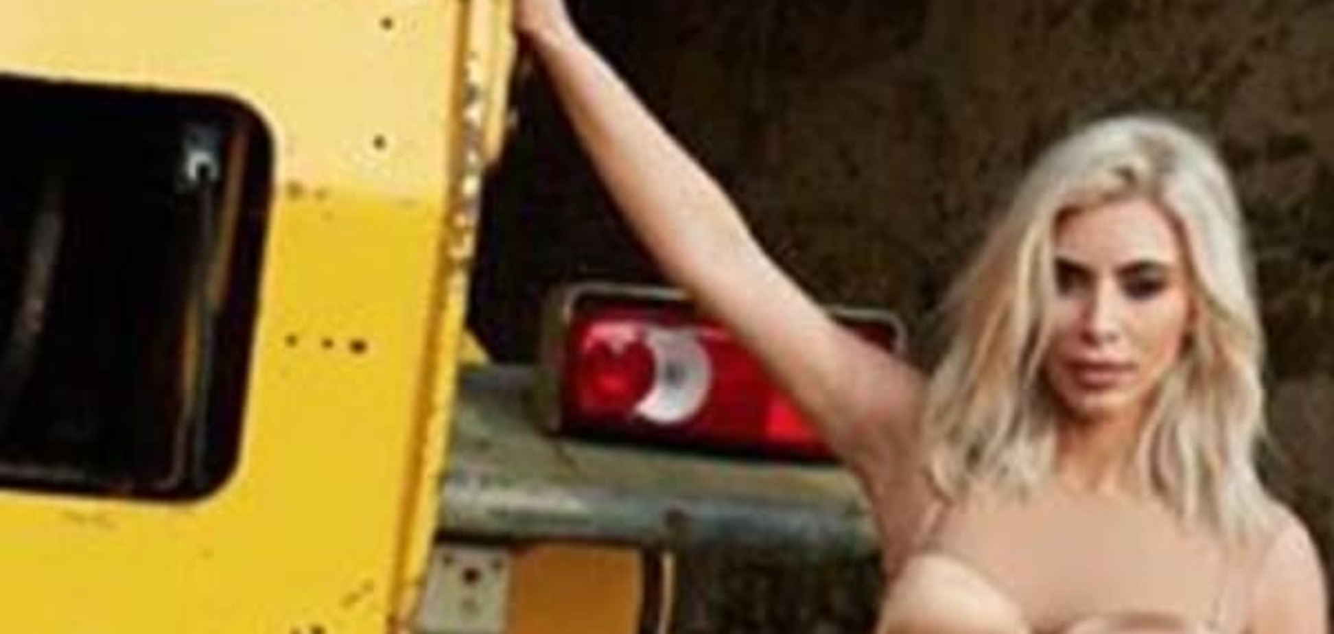 Кардашьян снялась в откровенной фотосессии в поле и надела прозрачный топ на голое тело