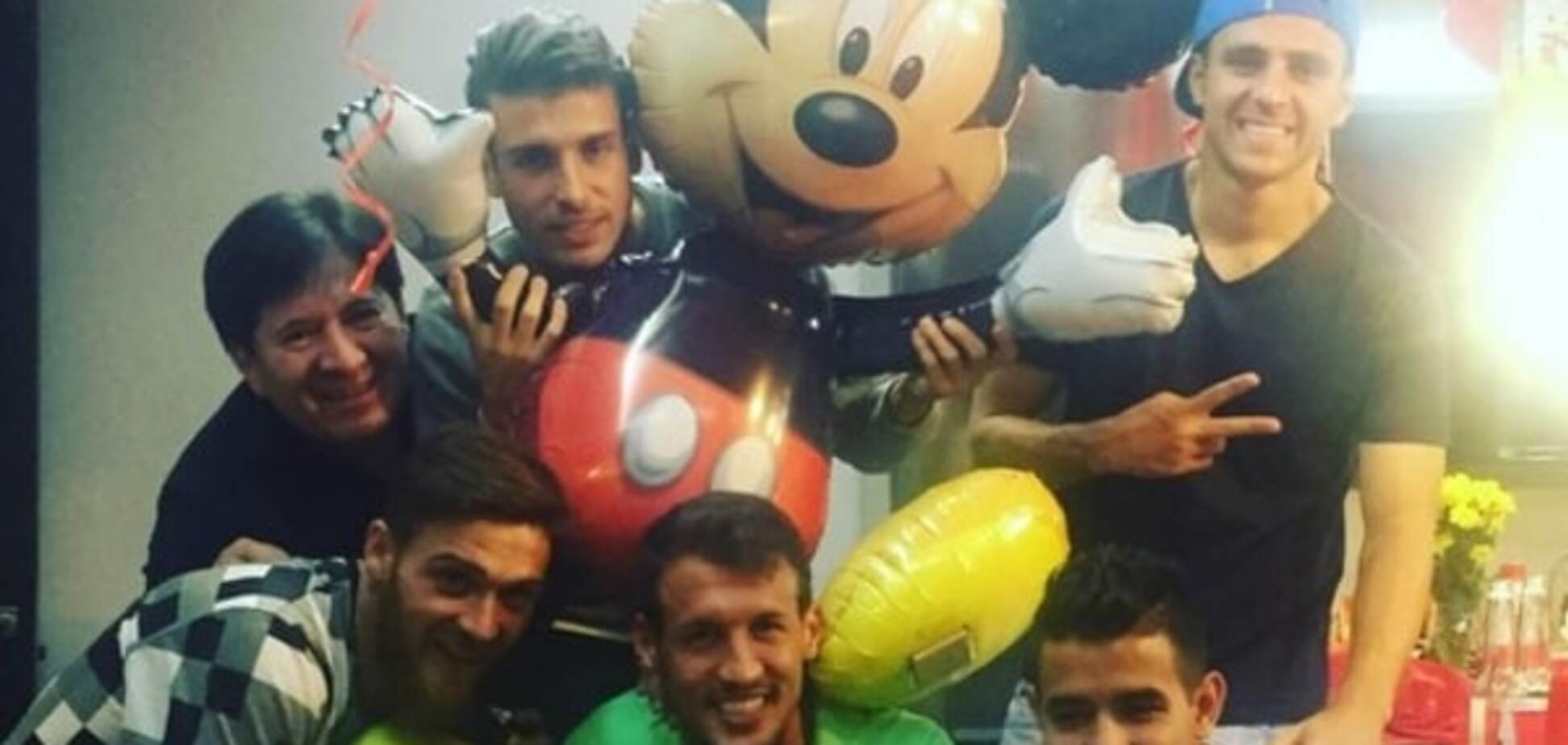 Футболист 'Динамо' организовал яркий день рождения с Микки-Маусом: забавные фото