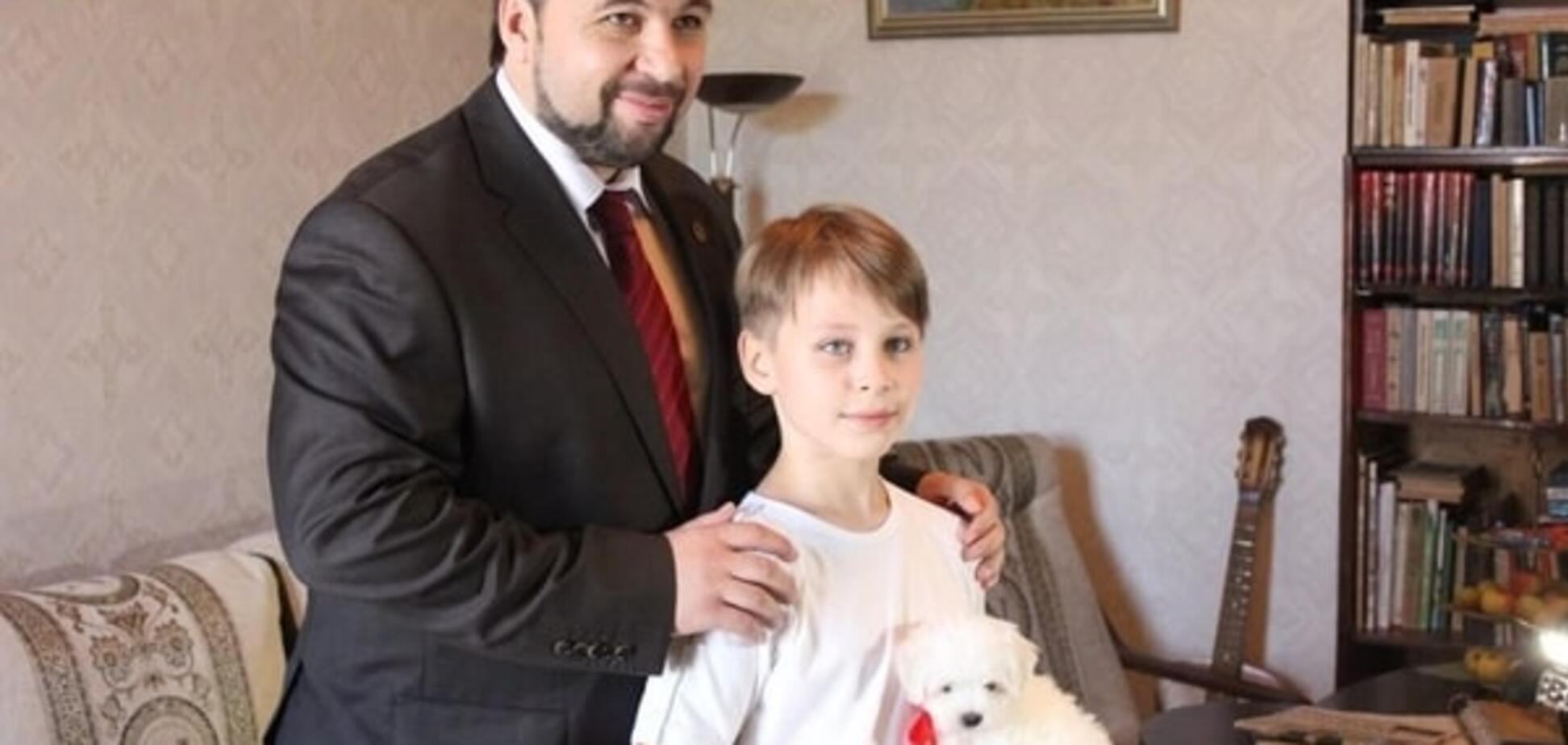 По стопам кумира. Пушилин по примеру Путина подарил ребенку щенка: фотофакт