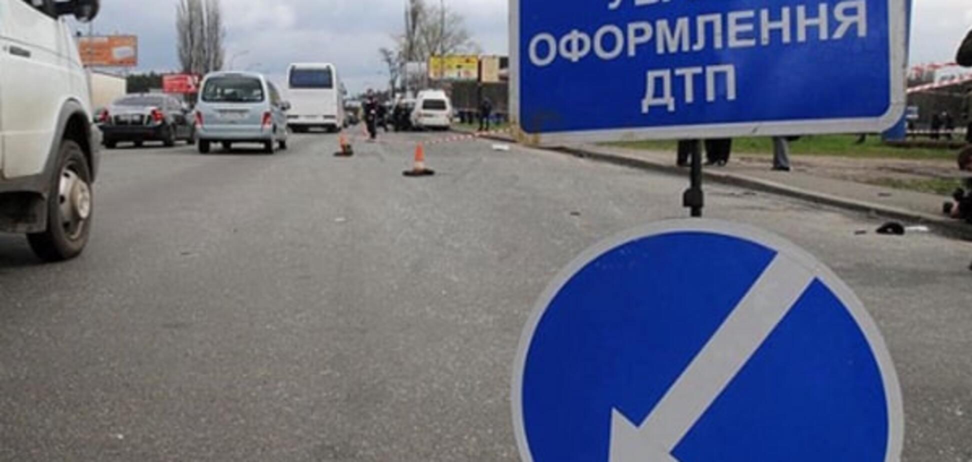 В Киеве инкассаторский автомобиль столкнулся с маршруткой, есть пострадавшие