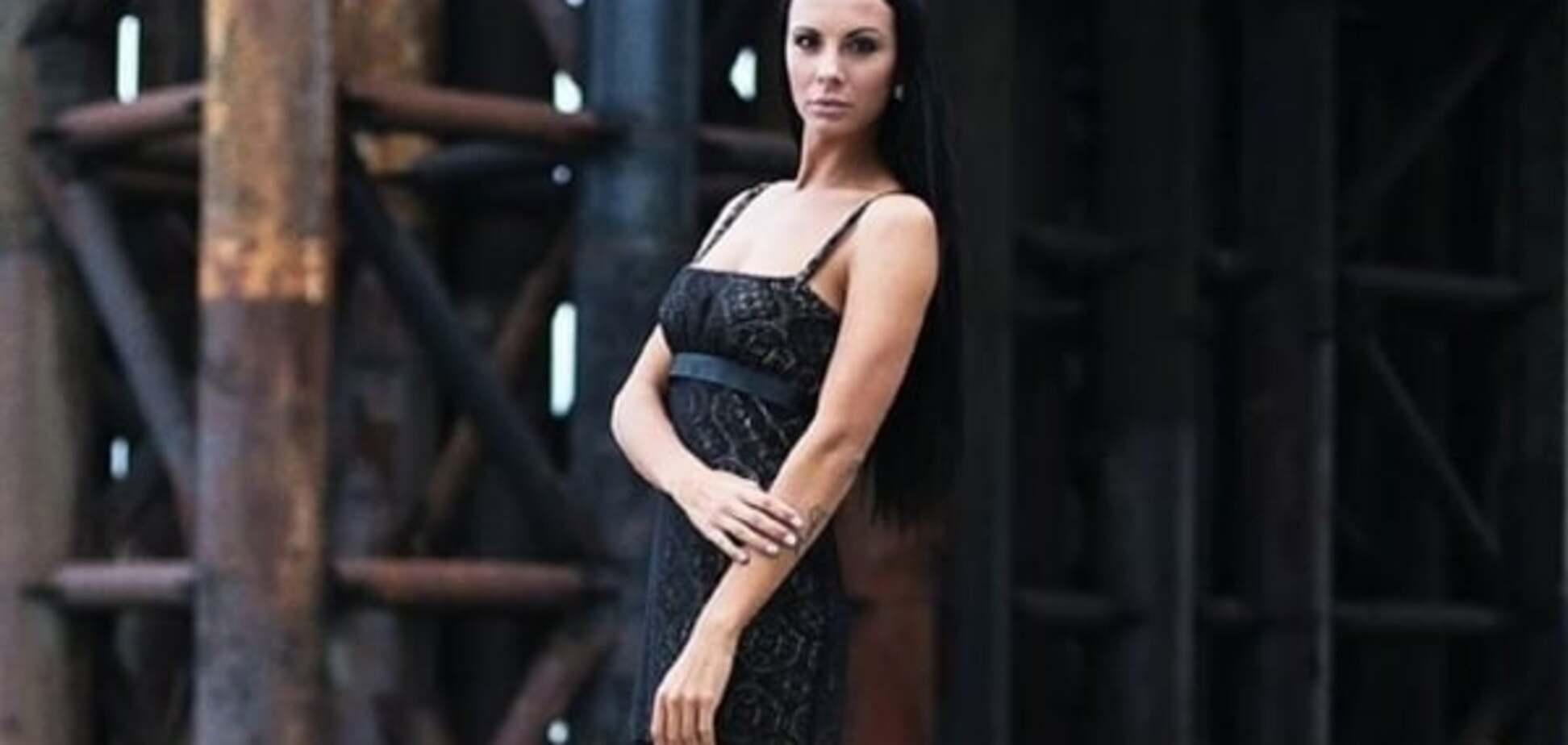 Красотка-коп Милевич показала длинные ноги и идеальный пресс в новой фотосессии