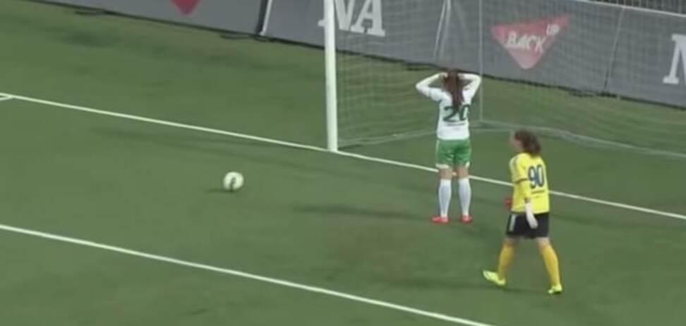 'Ой все': душевный автогол в женском футболе стал хитом на Youtube