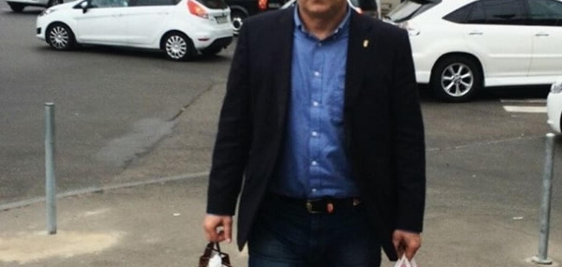 Однопартиец-миллионер внес два 'мешка' денег за Швайку: фотофакт