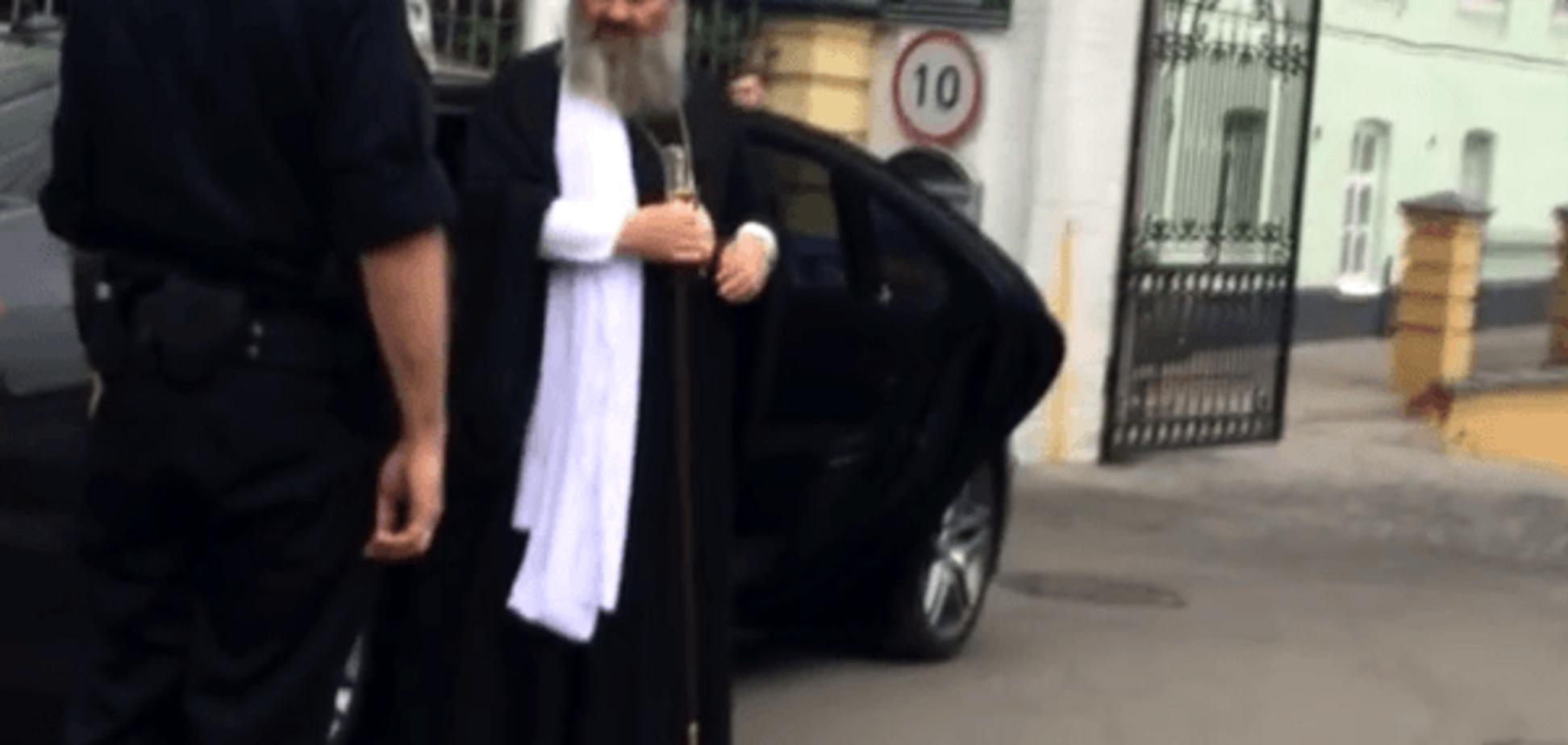 Нарушил и слава Богу! Батюшка-'автохам' нагрубил полиции в Киеве и скрылся: видеофакт