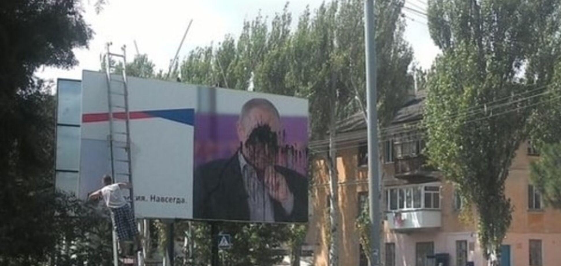 В Крыму портрет Путина облили черной краской: фотофакт