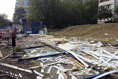 У Києві масово зносять кіоски та 'наливайки' на Святошино: фоторепортаж