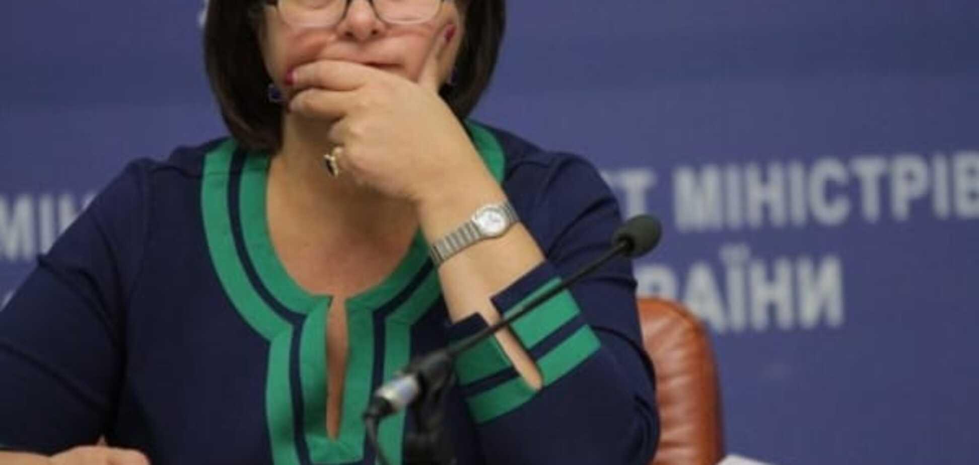 Журналисты рассмотрели у Яресько часы, усыпанные 42 бриллиантами