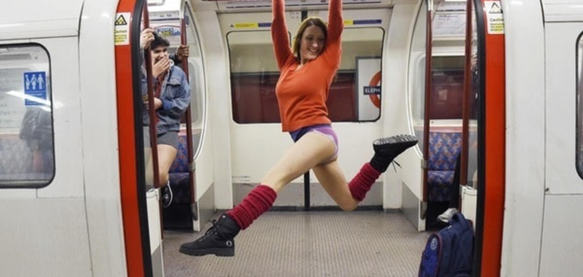 Лондонское метро захватили люди без штанов: веселый фоторепортаж