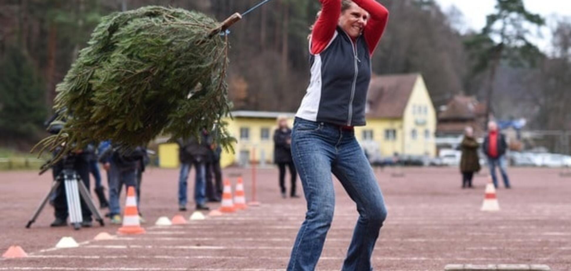 Мне бы в небо! В Германии прошел чемпионат по метанию елок: опубликованы фото