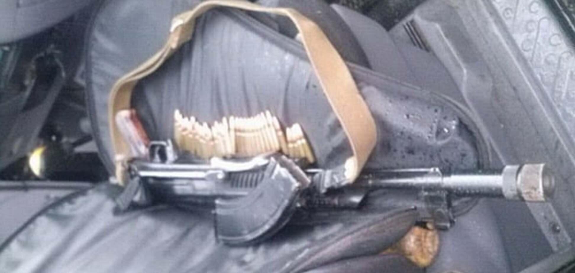 Опять 'Правый сектор'? На въезде в Закарпатье задержали вооруженных бойцов: фотофакт