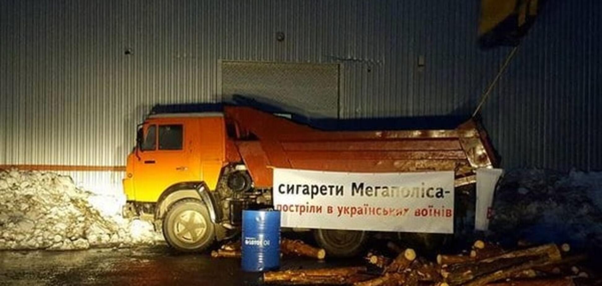 Активисты заблокировали бизнес ФСБ уже в шести городах Украины