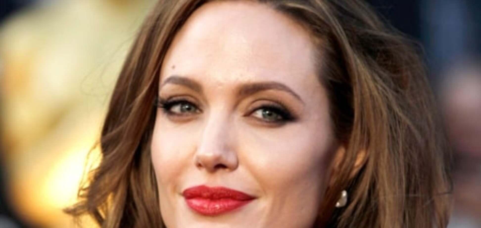 Пополнение в семье: Джоли втайне от мужа усыновила 7-го ребенка