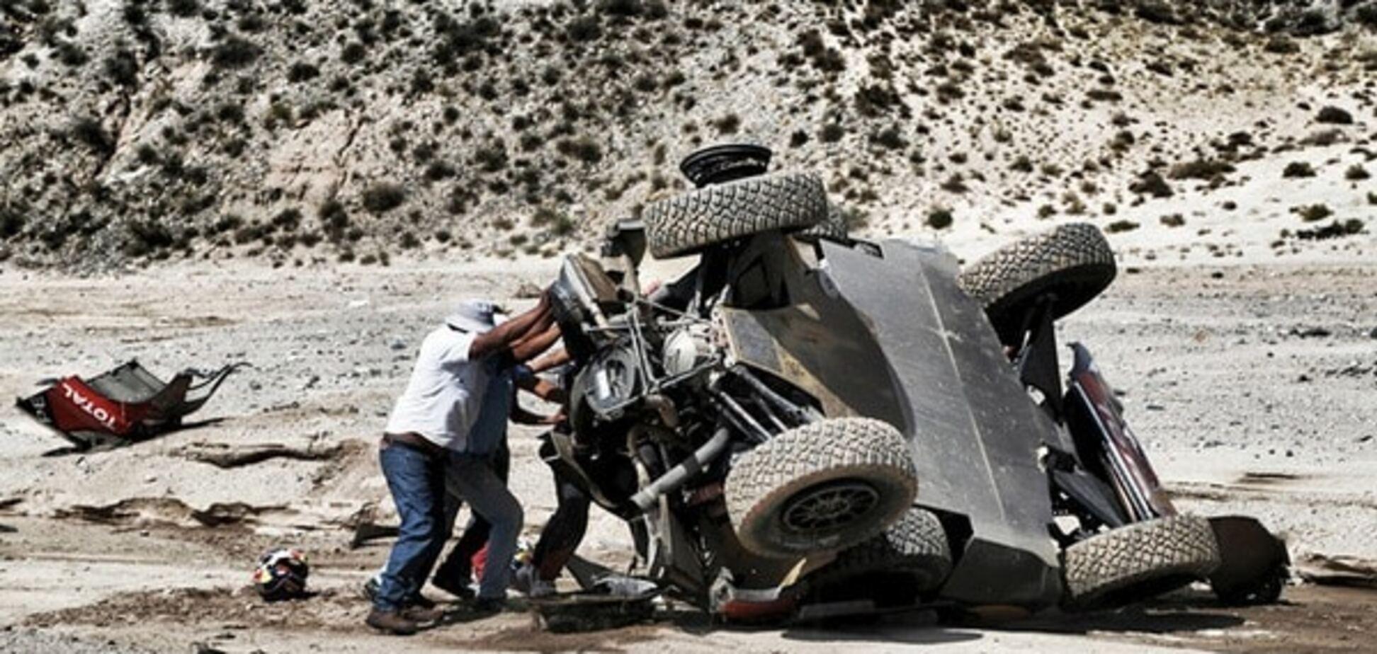 Аварія дня. Легендарний гонщик потрапив у серйозну аварію на Дакарі: ефектні фото