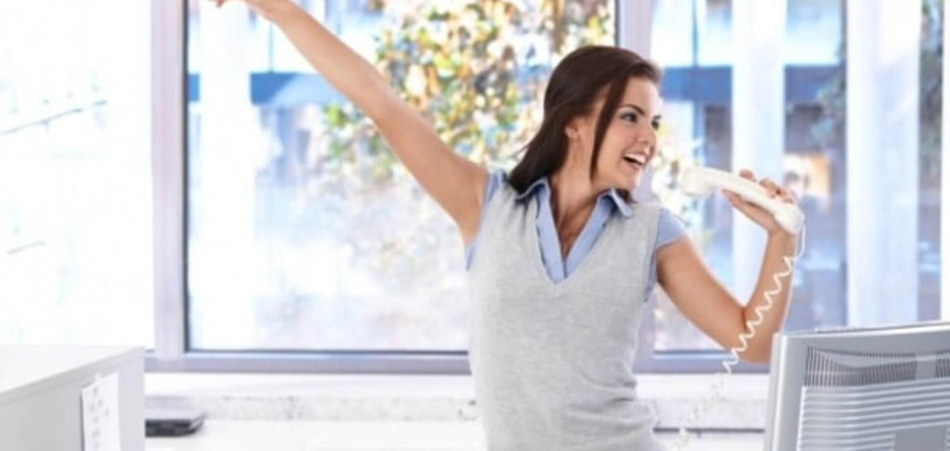 Як накачати прес прямо на робочому місці: прості вправи