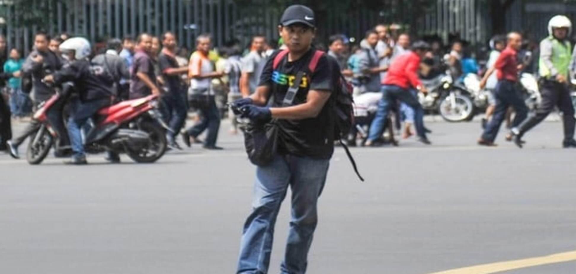 Вибухи в центрі Джакарти: відео і подробиці серії терактів