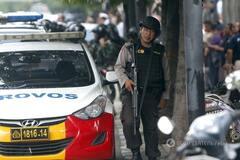В столице Индонезии прогремела серия взрывов: есть жертвы