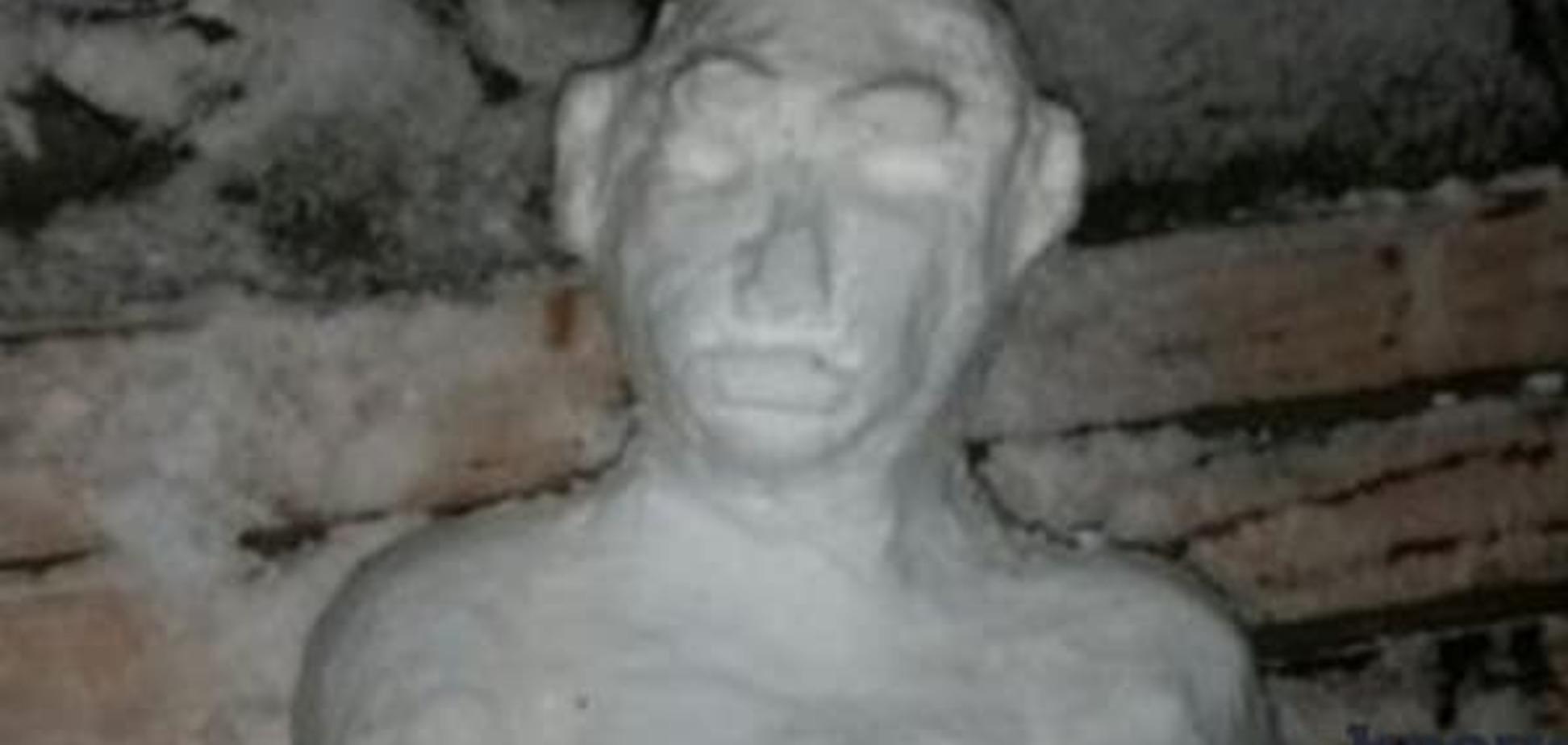 В России из снега слепили 'Путина-неандертальца': фотофакт