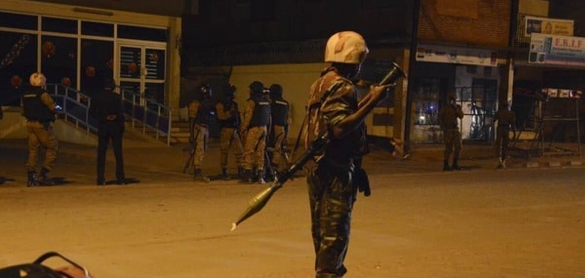 Очевидцы рассказали об атаке террористов в Буркина-Фасо: мы притворялись мертвыми