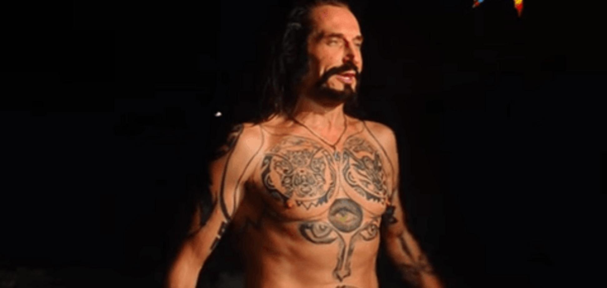 'Всем в прорубь!': Джигурда в кожаных штанах искупался на Крещение