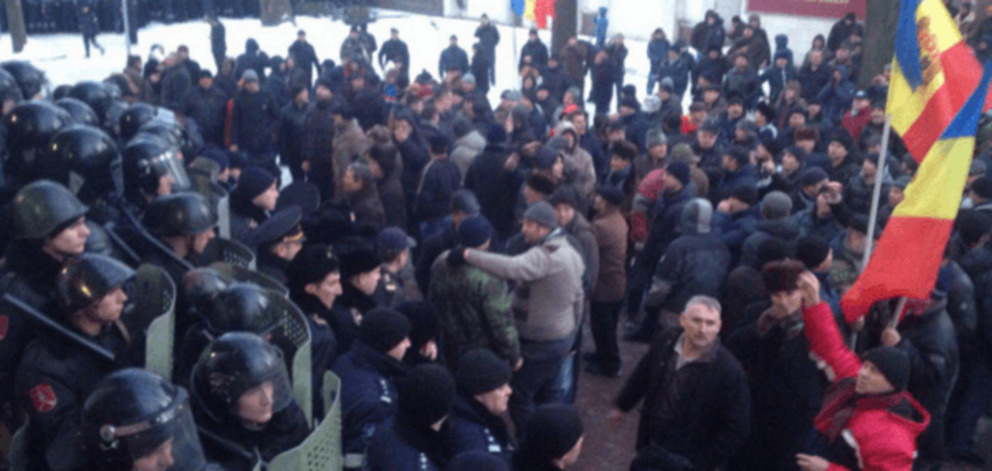 Революция в Молдове: протестующие покинули парламент, есть раненые. Опубликованы фото и видео