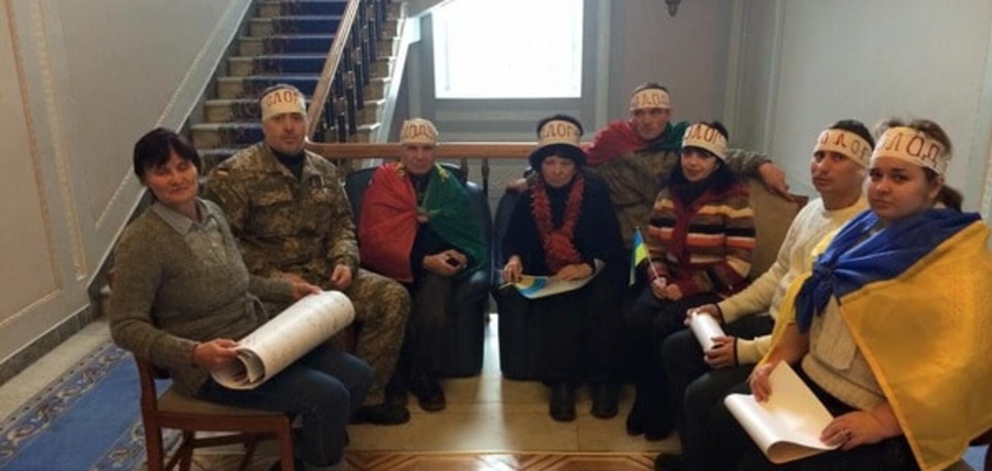 Під кабінетом Гройсмана почалося голодування: фотофакт