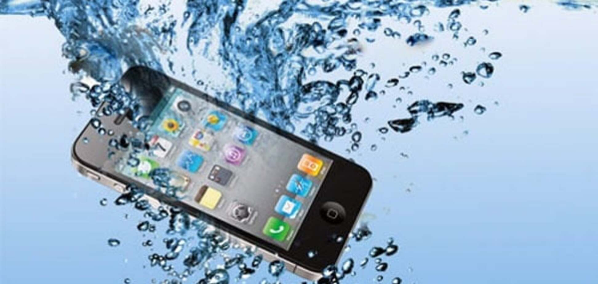 Как спасти побывавший в воде телефон: практические советы