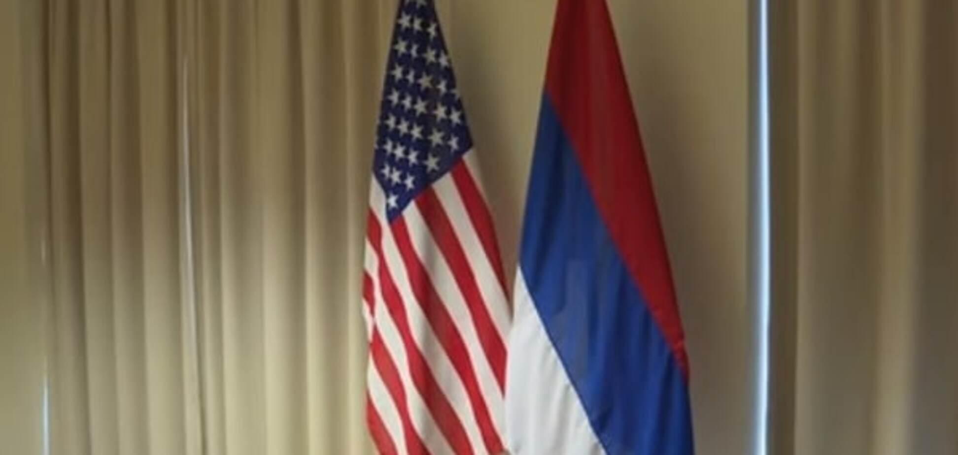 Обидели сверхдержаву: на встрече Лаврова и Керри возник курьез с флагом РФ. Видеофакт