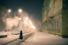 Как выживают люди в самом северном городе мира: фоторепортаж