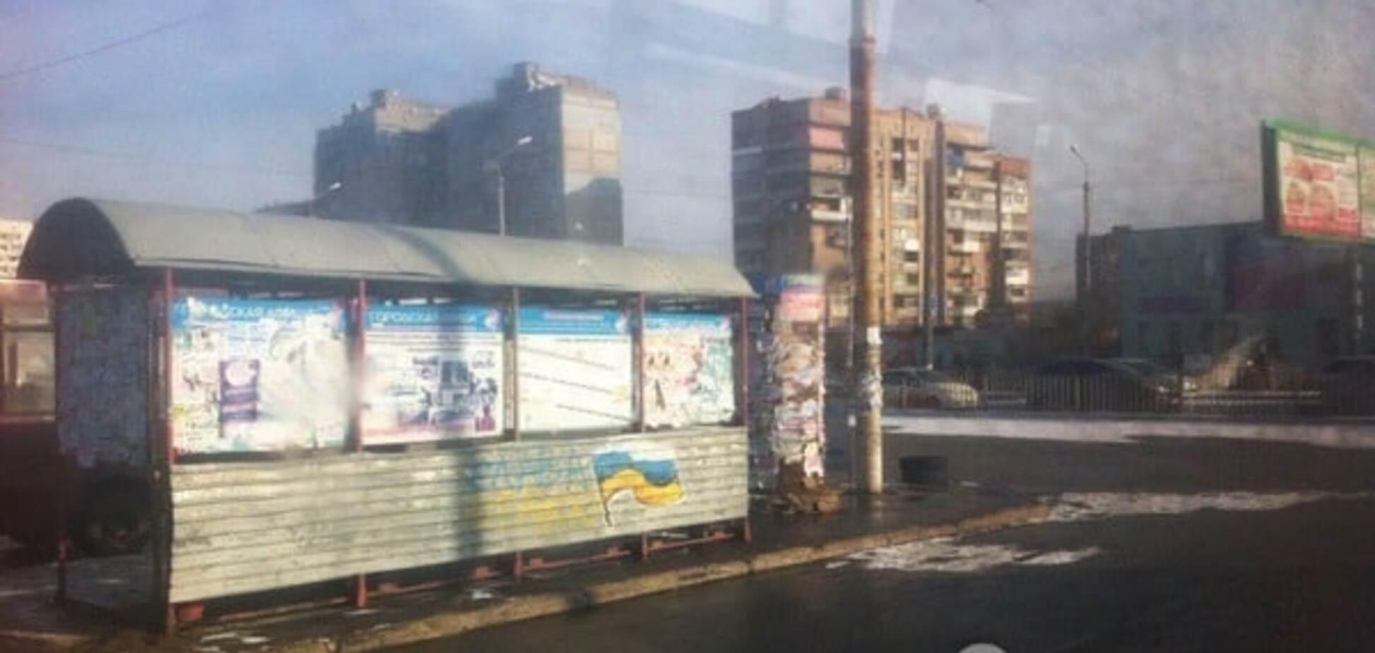 В Луганске флаги России и 'ЛНР' перекрашивают в украинские