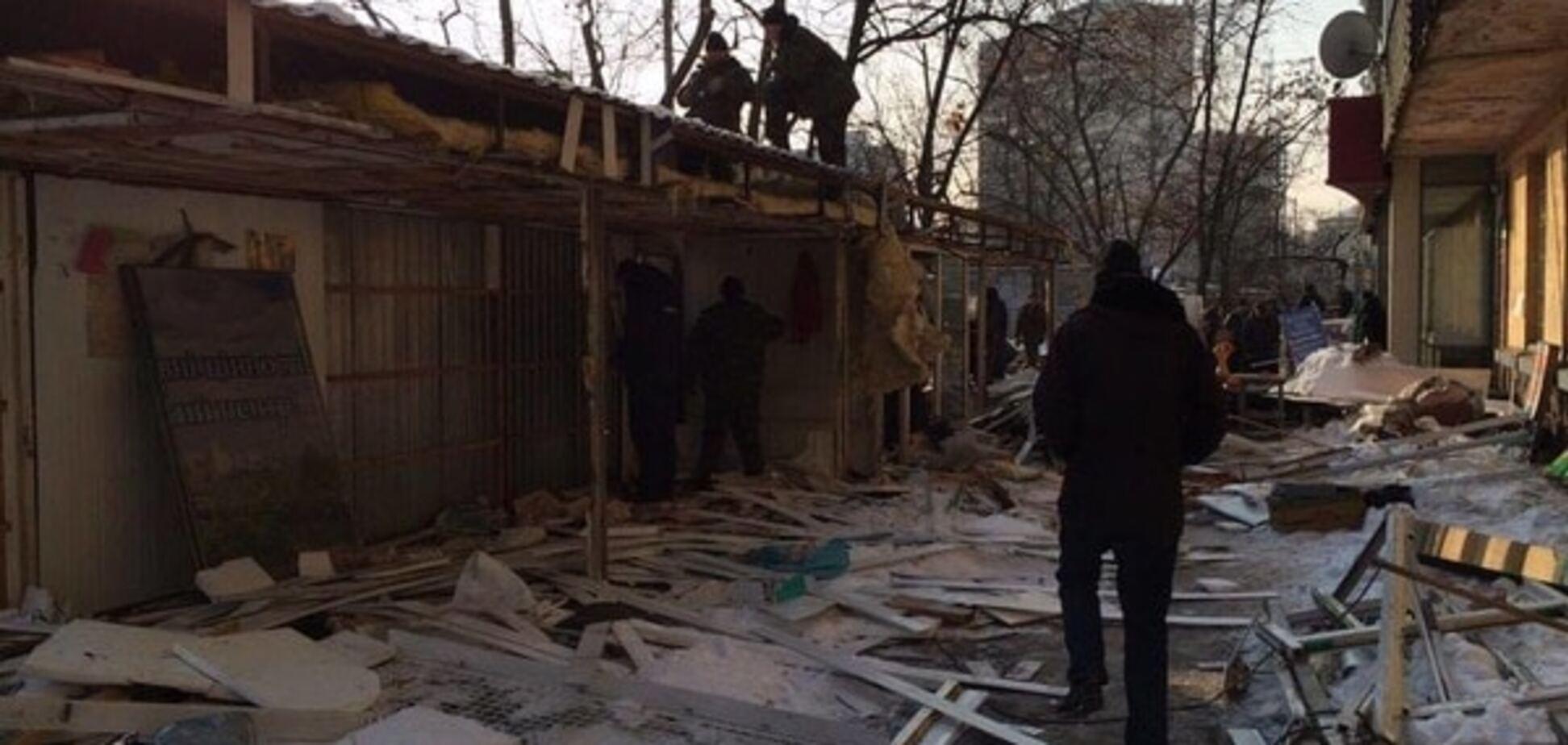 В Киеве снесли незаконные киоски на Ленинградской площади: опубликованы фото