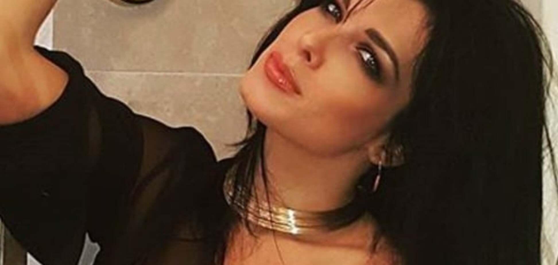 На ночь глядя: экс-'ВИА Гра' показала тело в прозрачном халате
