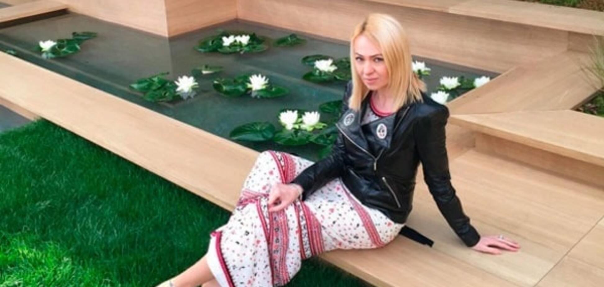 Блогеры высмеяли Рудковскую за 'деревенский сарафан' на показе Chanel в Париже