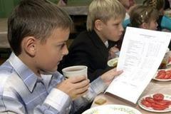 Детей накормят: в Киеве вернули бесплатные обеды для школьников