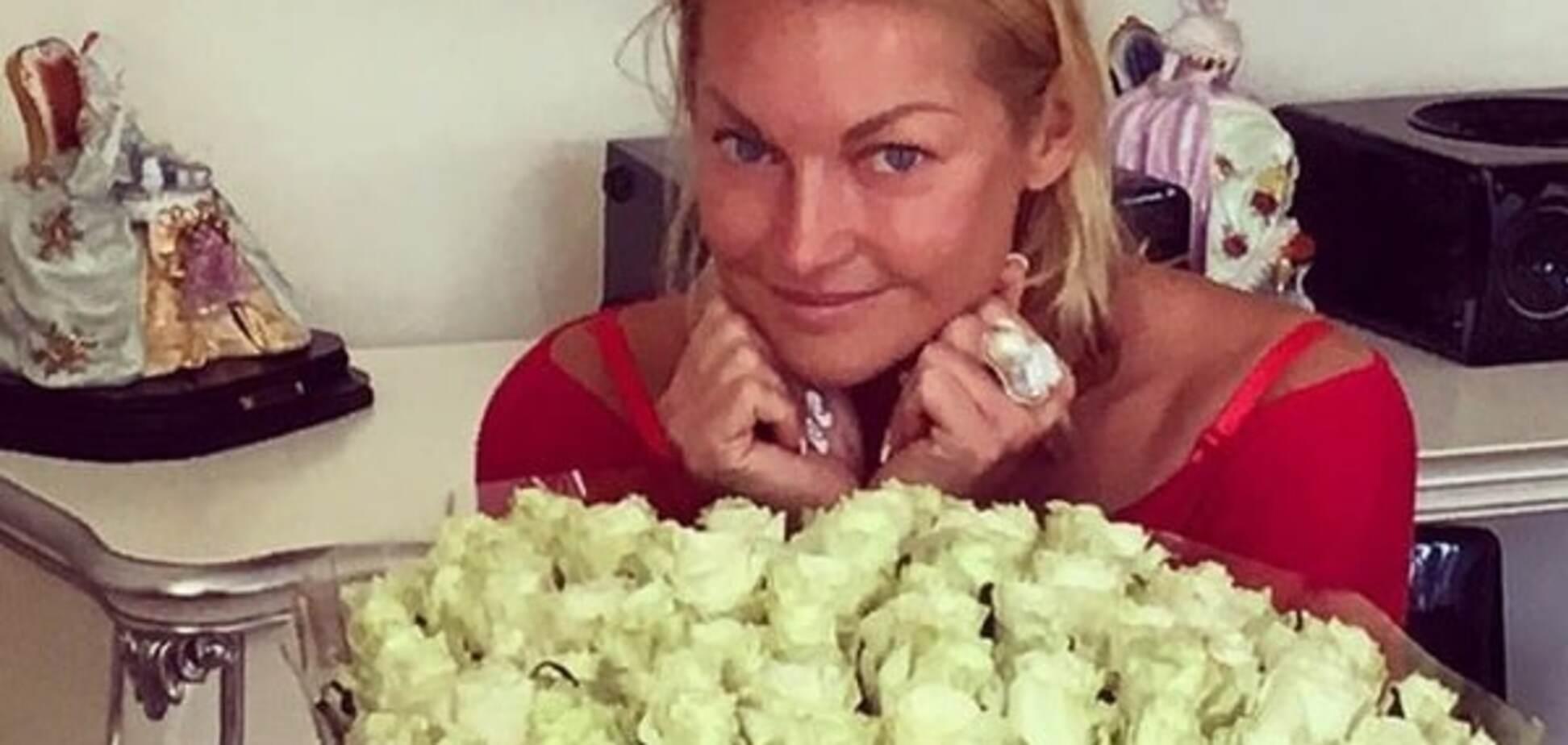 Волочкова заинтриговала подписчиков фото в свадебном платье